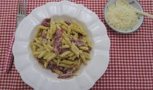 Mini penne à la crème, pancetta et parmesan