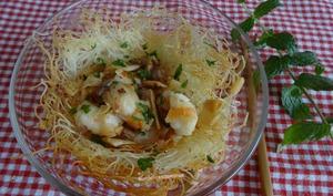 Nids de vermicelles de riz aux crevettes et pousses de bambou