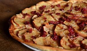 Tarte aux pommes, aux cranberries et gelée de pommes maison