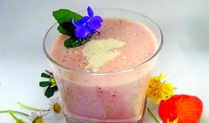 Frappé à la fraise, banane, gingembre et à la poudre de baobab