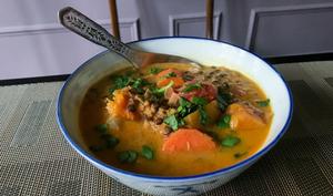 Curry thaï de lentilles aux légumes d'hiver