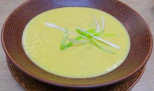 Velouté de céleri, carottes, poireau, curcuma, gingembre et curry