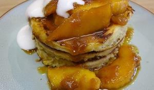Pancakes aux pommes caramélisées et fleur de sel