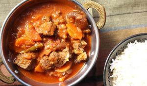 Curry d'agneau aux carottes et aux abricots secs