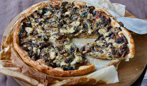 Tarte fine aux champignons et bleu basque