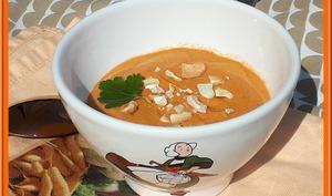 Crème de tomate à la coco et noix de cajou