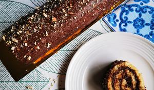 Bûche roulée au chocolat et au praliné maison