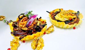 Tartelettes feuilletées au confit d'oignons, chèvre et noix