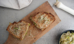 Croque-monsieur aux poireaux et tofu fumé