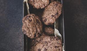 Cookies à l'huile aux pépites de chocolat, cacao et dattes