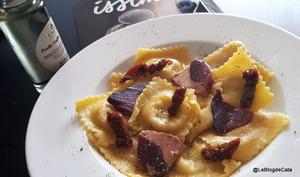 Raviolis aux truffes, magret de canard séché et au foie gras