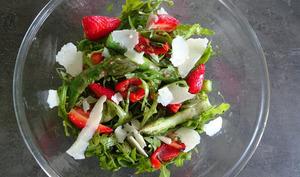 Salade d'asperges sucrée-salée