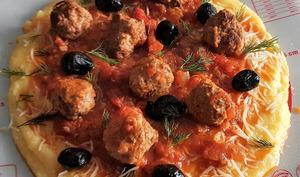 Pizza de polenta et boulettes de viande