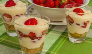 Verrine rhubarbe fraises, sauce gingembre