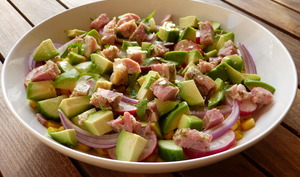 Salade au jambon persillé, maïs, avocat, radis