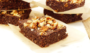 Brownie au chocolat, okara et cacahuètes
