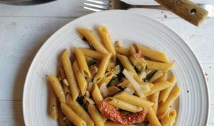 One pot pasta aux épinards et aux tomates séchées