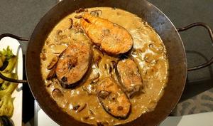 Darnes de saumon à la crème et champignons de Paris
