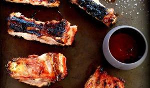 Ribs de porc et d'agneau sauce miel et thym au barbecue