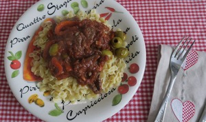 Onglet de bœuf, sauce tomate aux poivrons et olives