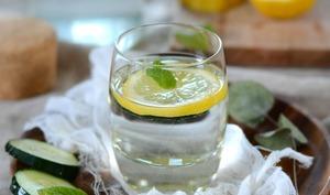 Eau detox de concombre, citron et menthe