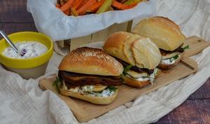 Burger d'halloumi grillé aux champignons Portobello