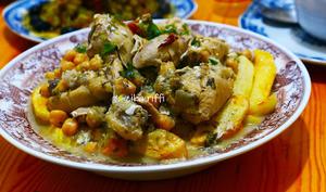 Poulet et pommes de terre frites - sauce blanche au vinaigre