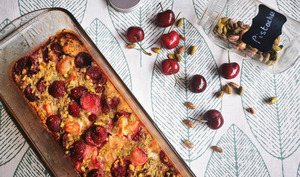 Clafoutis à la cerise, rhubarbe et pistaches