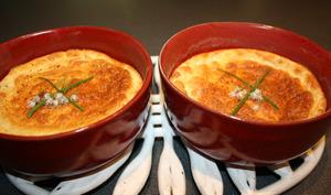 Soufflé au saumon fumé ciboulette et piment d'Espelette