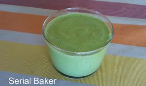 Soupe froide au concombre, citron et thym frais