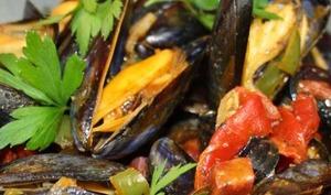 Moules au chorizo et à la sauce basque