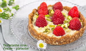 Tarlette crue à la fraise et pistache