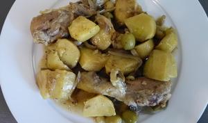 Tajine de poulet aux pommes de terre et olives