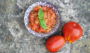 Soupe froide toscane à la tomate