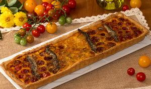 Tarte multicolore aux tomates cerises et anchois