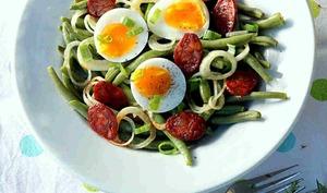 Salade de haricots verts, chorizo et à l'oeuf mollet