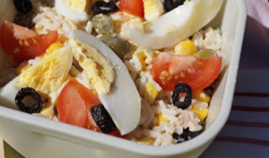 Salade de riz au thon, tomates et oeufs durs