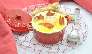 Œufs cocotte aux champignons, asperges et jambon