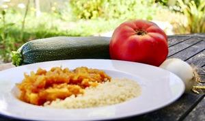 Écrasé de courgette, tomate, ail, oignon et épices