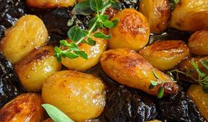 Pommes de terre rôties au caramel et aux pruneaux d'Agen