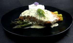 Pavé de saumon et asperges à l'estragon