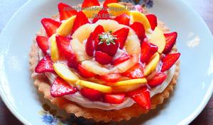 Tarte aux fraises, pommes, ananas et crème mousseline