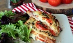 Croque-monsieur au jambon, tomate et mozzarella