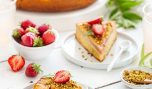 Gâteau à la rhubarbe et pistache