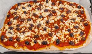Pizza olives et fêta