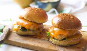 Hamburger au poulet pané et sauce béarnaise