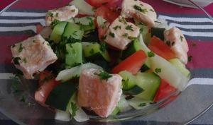 Salade de courgettes et légumes au saumon