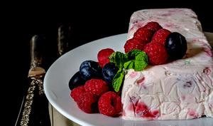 Dessert glacé meringue framboises