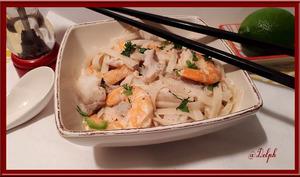 Tagliatelles de riz pimentées aux crevettes et lieu noir