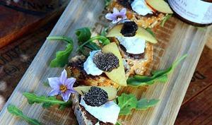 Tartines à la truffe noire